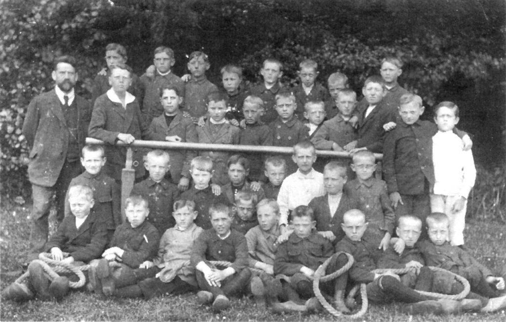Schulklasse beim Bevern, 1927