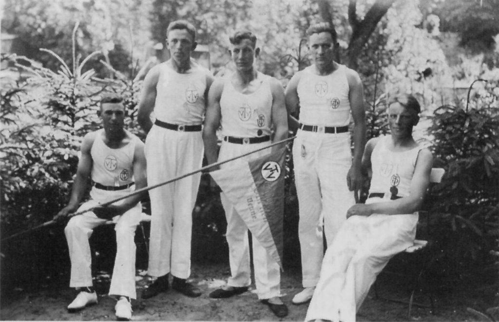 Männerriege, 1937